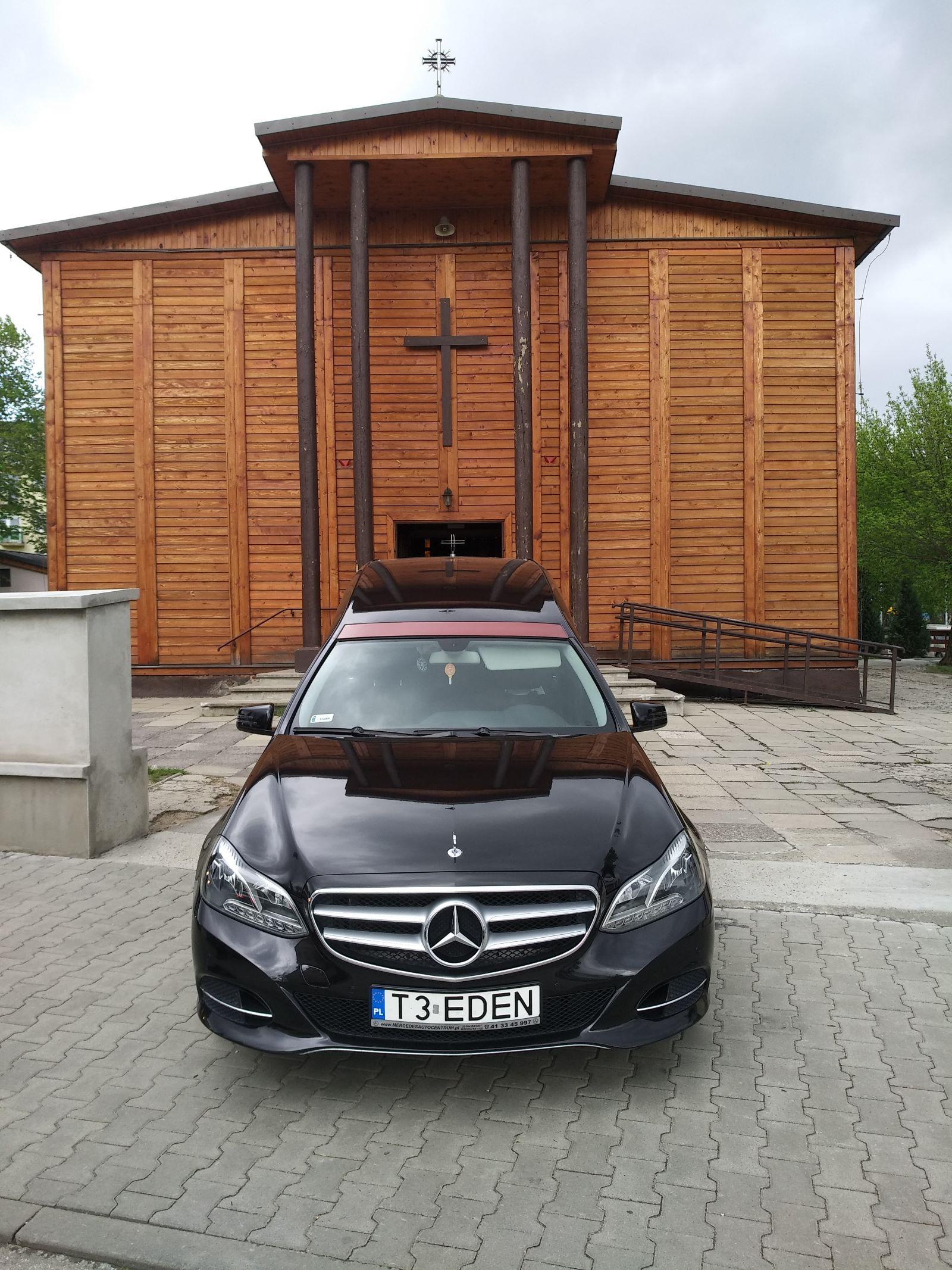 karawan Mercedes przód